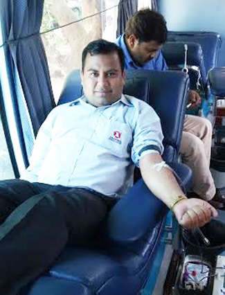 Blood Donation Camps are organized time to time in which members of Agarwal Movers Group participated with great enthusiasm